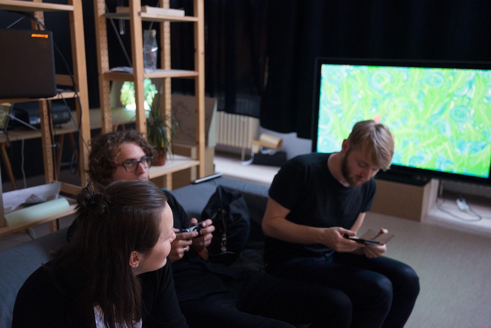 JAJA / Posedenie pri hre, grafický dizajn